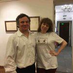 Руслан Каприлов с блистательной Мариной Чибисовой - редактором, журналистом, блогером. Марина одета в фирменную футболку День Фехтовальщика