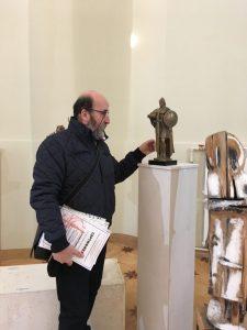 Эдуард Мхоян и его скульптура на экспозиции Санкт-Петербургской биеннале «Фехтование в искусстве» 2019