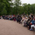 День Фехтовальщика 2019. Зрители смотрят показательные выступления. Фото: М.Шеремет