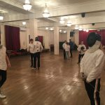 Ученики старшегоI курса школы «Плащ и шпага» на экзамене по классическому фехтованию