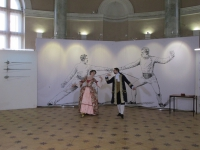 Вернисаж открывает ансамбль танцев эпохи барокко ПЛЕМЯННИКИ РАМО. Танцуют Анастасия Зуткис и Георгий Шульпин