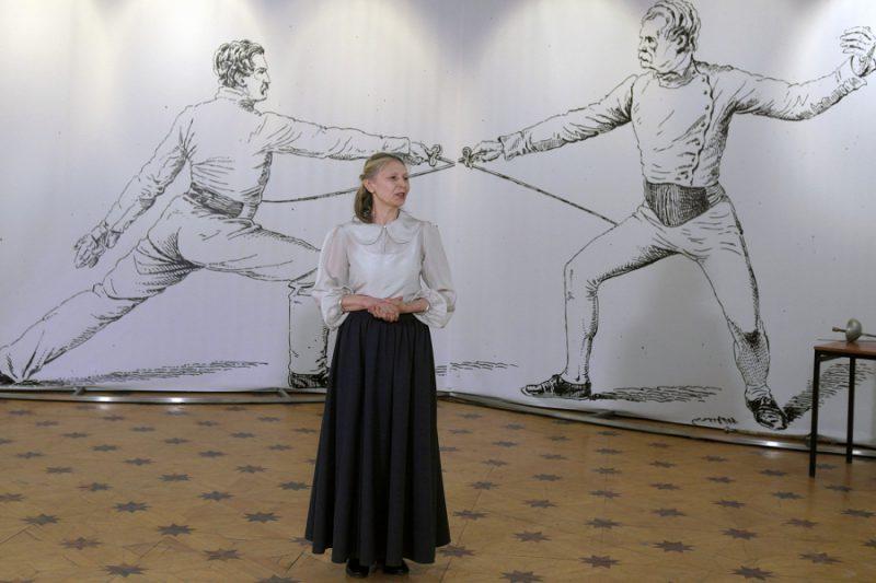 Открывает Дни фехтовальной культуры Алина Тулякова (Алонсо), куратор выставки, председатель СПбФК