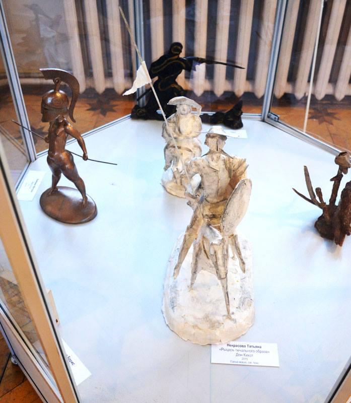 (В центре )Некрасова Татьяна «Рыцарь печального образа»