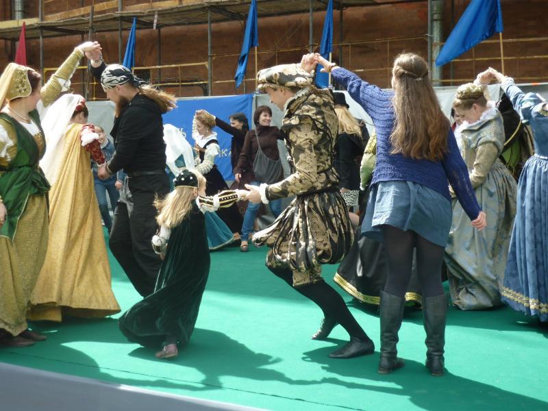 Открытый урок по старинным танцам для гостей праздника День Фехтовальщика 2015