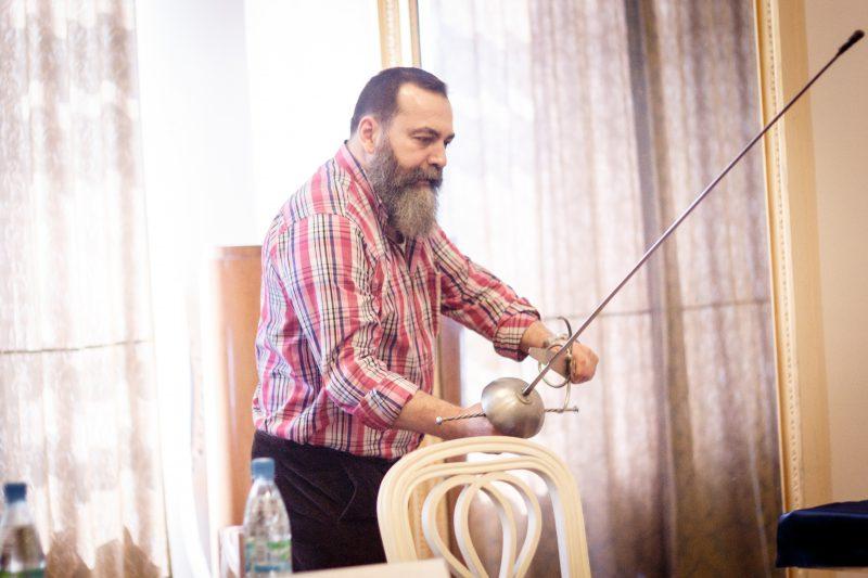 Эухенио Гарсиа-Сальмонес (Eugenio Garcia-Salmones) основатель и руководитель школы исторического фехтования