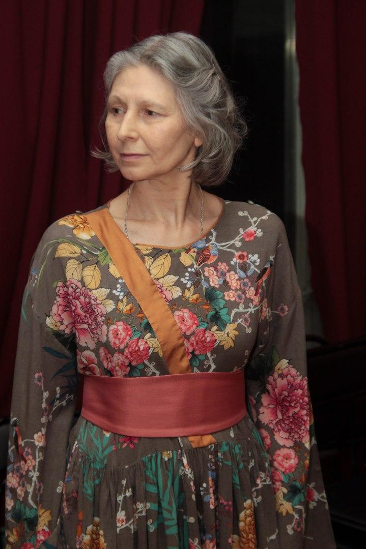 Председатель СПбФК Алина Тулякова. Платье дизайнера Валерии Мироновой. Фото Anton Yarko