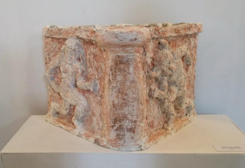 Андрей Широков «Крито-микенская забава», 2016. Джут, цемент.