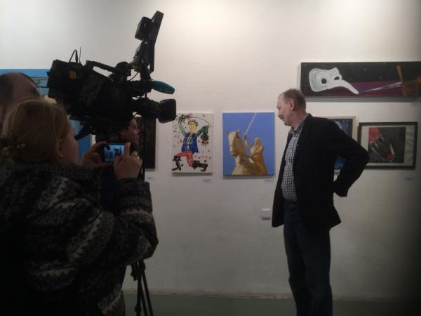 Шинкарев дает интервью на вернисаже Пятой биеннале