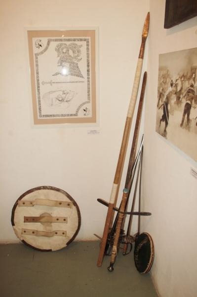 Художественная биеннале «Фехтование в искусстве» и искусство фехтования на вернисаже выставки. Фото: Anton Yarko