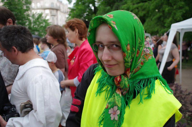 В сценическом образе Ирина Мельникова, творческая группа СКИУРУС