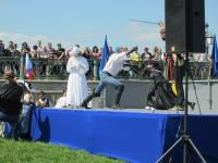 Фото Балицкой Л. Выступление Парад-Рипост и СПбФК. Последний белый боец гибнет.Белая королева готовится к бегству - Наполеон проигрывает партию.