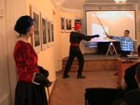 Параллельно с показом видеоматериалов, Руслан Каприлов объясняет используемые приемы в паре с Виталием Федоровым