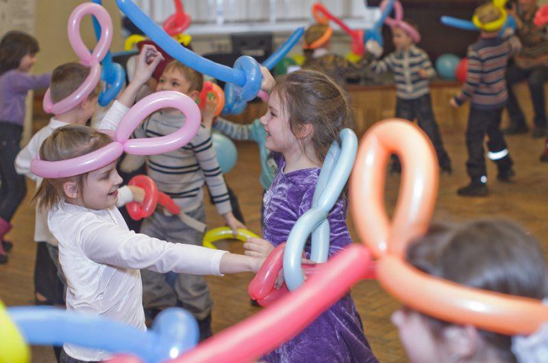 Дни фехтовальной культуры 2013. Дмитрий Тейбер-Лебедев проводит игру для детей