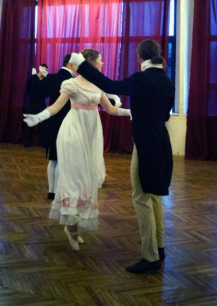 Танцует Аника Мазурина, Пушкинская студия старинных танцев