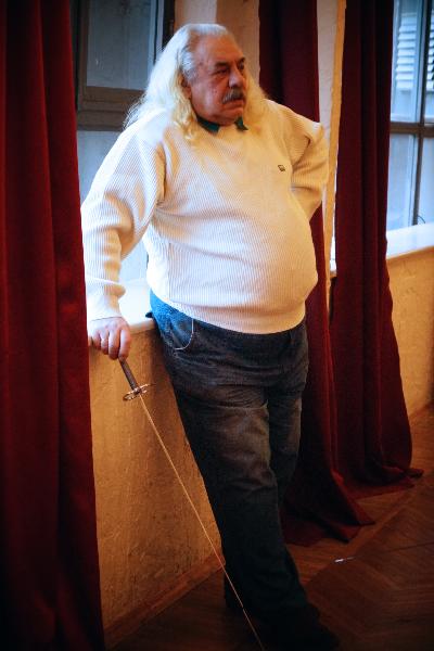 Шеламов Владимир Петрович, мастер спорта СССР по рапире,автор призового оружия, сделанного по образцу златоустовской рапиры 1827 года, судья Гранд Ассо 2015