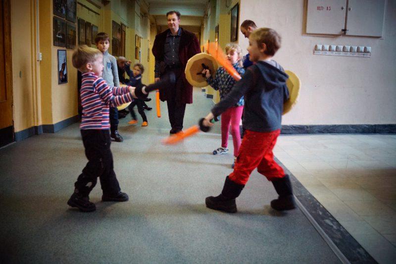 Детская площадка под руководством Мастера Николая Прокопьева Фото: Алена Карпова