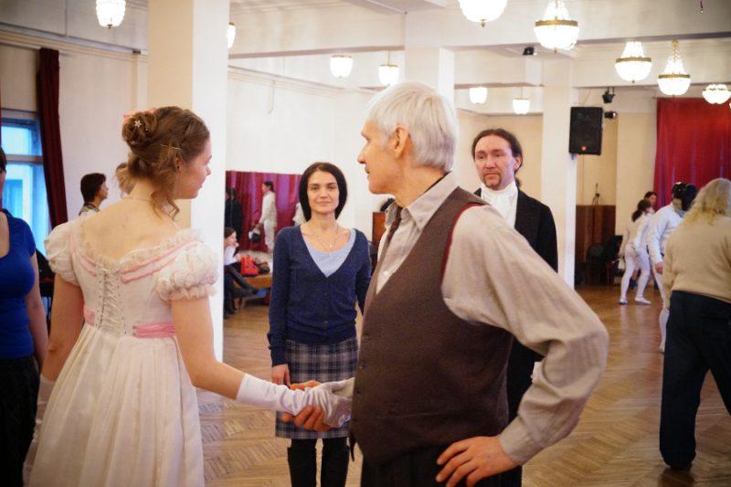 Пушкинская студия старинных танцев дает мастер-класс для зрителей