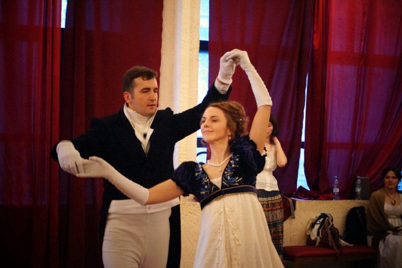 Максим и Варвара Лачек, «Пушкинская студия старинного танца». Руководитель Алексей Веретенников