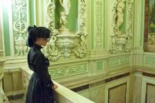 Юлия Федорова на лестнице