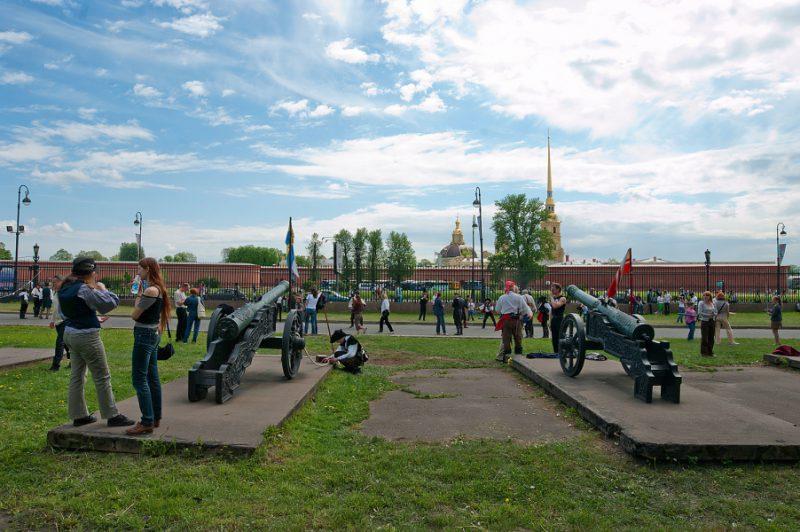 4 Место проведения фехтовального Дня города - среди пушек Военно-исторического музея артиллерии,инженерных войск и войск связи