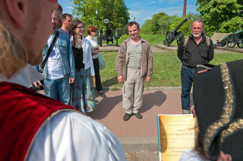 7 В центре - Руслан Каприлов, фехтмейстер, руководитель клуба европейского исторического фехтования ПАРАД-РИПОСТ