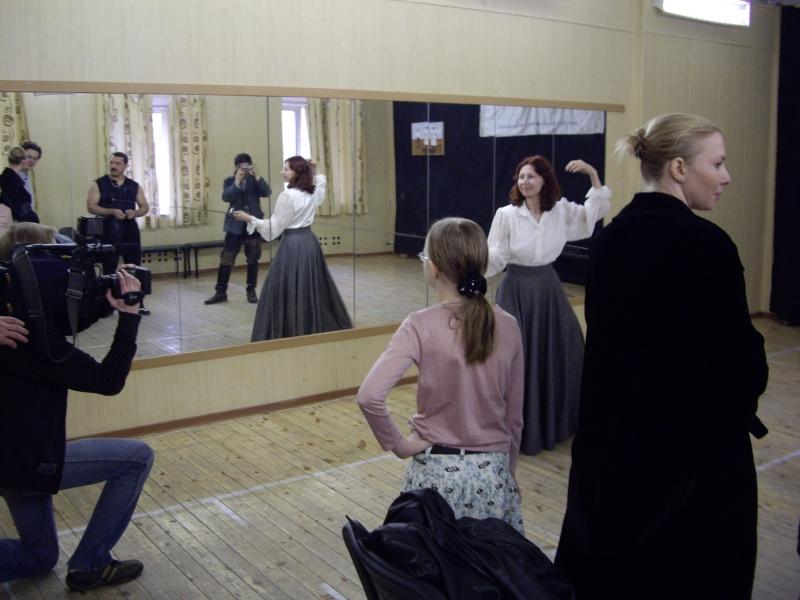 Справа - модельер Полина Раудсон