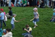 У викингов детям покупали деревянные мечи и приходили на праздник День Фехтовальщика