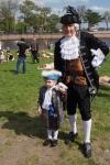 Настенька Кандат, 4 года, награжденная грамотой СПбФК за лучший костюм, вместе с отцом - Кириллом Кандатом, автором этих роскошных карнавальных костюмов