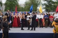 Валерий Киселев получает Приз зрительских симпатий, который завоевал его клуб ДРЕВНЯЯ РУСЬ, г. Старая Русса.