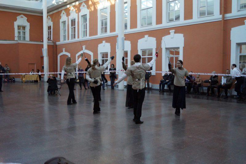 8.Выступление учеников студии арт-фехтования РЕНКОНТР на открытии праздника