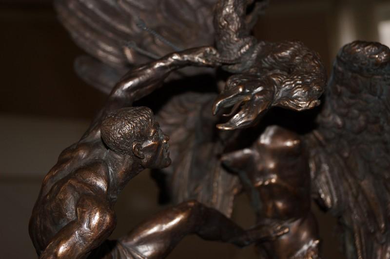 Фрагмент скульптурной композиции Вячеслава Коваленка Битва Добрыни с гидрой.