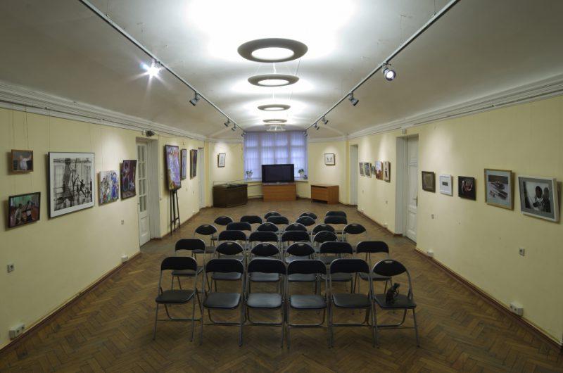 Фотография и музейная экспозиция. Зал 1 этажа, где проходили Дни Фехтовальной культуры