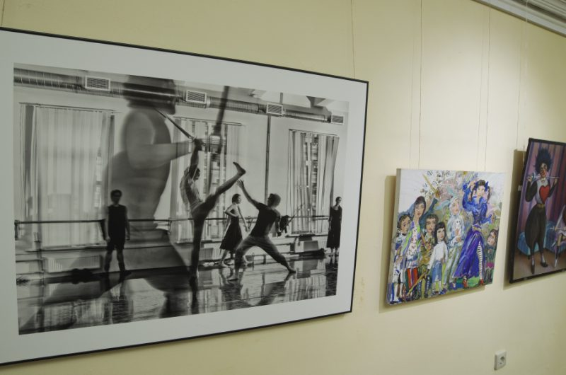 Работа Юрия Молодковца на экспозиции.