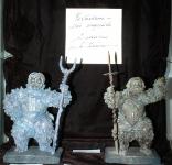 Фрагмент эскпозиции со скульптурами Шевченко П. и автограф Котеговой Т. на черном бархате