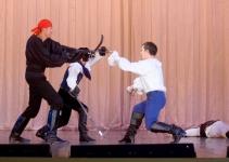 Пиратский бой, двое скованы цепью