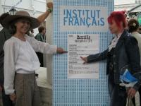 Афиша праздника День Бастилии 2012 располагалась у входа под дорической колоннадой