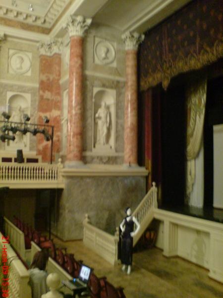 Интерьер Эрмитажного театра также сделан по проекту Кваренги.