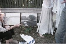 Выставка новых работ возле забора
