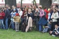 Зрители окружили поле боя