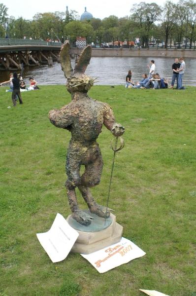 Заяц-фехтовальщик. Автор художник Петр Рейхет