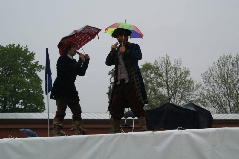 Ведущие праздника Дмитрий Тейбер-Лебедев и Георгий Кобиашвили.