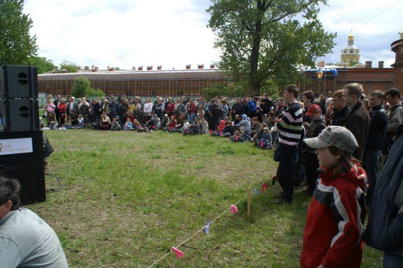 День Фехтовальщика 2009. Широкий круг зрителей. Фото: Михаил Шеремет