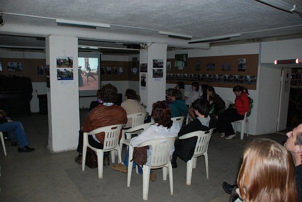 Зрители на выступлении студии Силуэт в галерее Борей