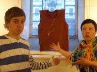 Художник Элизавет Зайцева с гостями и друзьями на своей выставке в галерее Борей